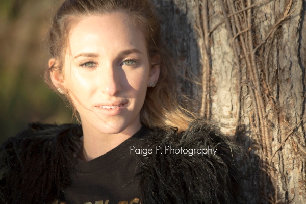 beautiful sunlit girl, senior portraits