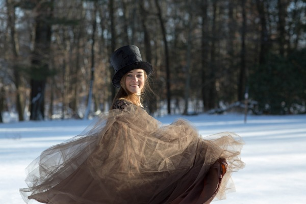 girl-spinning-in-snow-winter-photoshoot